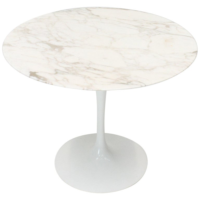 Eero Saarinen Tulip Dining Table, Marble Top, Knoll, Designed 1956 For Sale