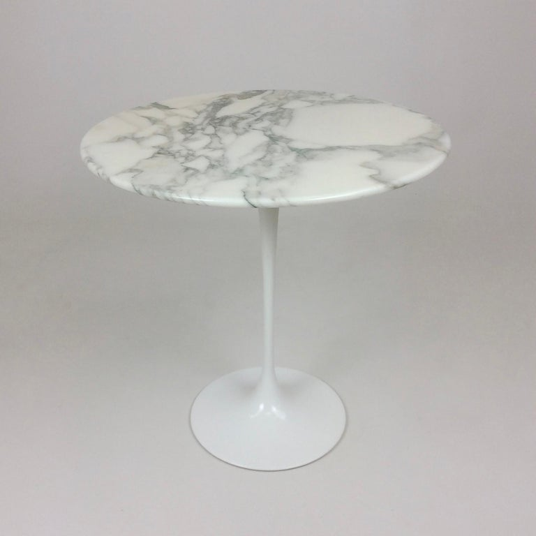 Mid-Century Modern Eero Saarinen Tulip Side Table for Knoll For Sale