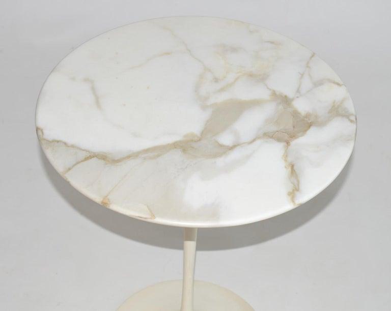 Mid-Century Modern Eero Saarinen Tulip Side Table in Marble by Knoll