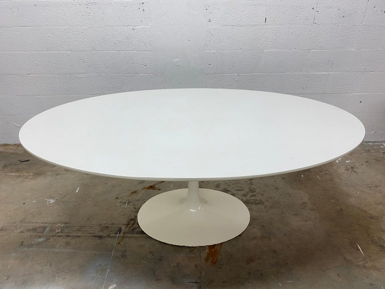 Eero Saarinen White Laminate Oval Tulip Dining Table for Knoll, 1960s In Good Condition For Sale In Miami, FL