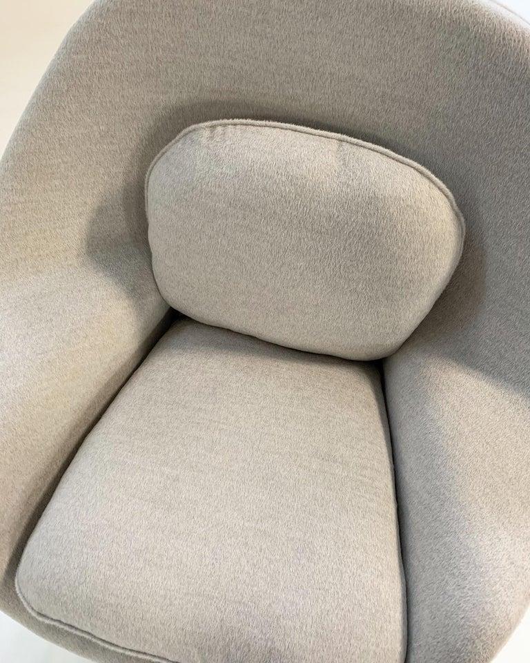 Eero Saarinen Womb Chair in Loro Piana Alpaca Wool For Sale 5