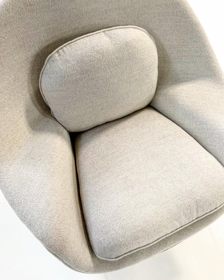 Eero Saarinen Womb Chair in Loro Piana Alpaca Wool For Sale 3