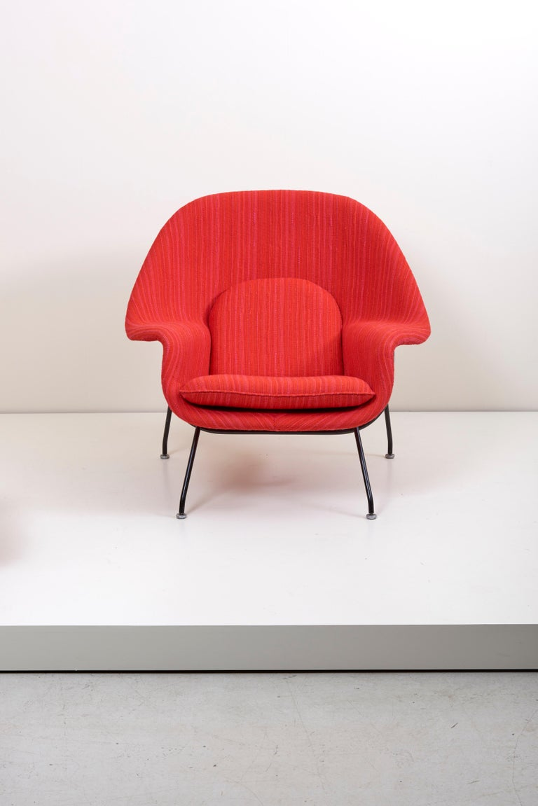 Newly upholstered Knoll womb chair in Knoll dynamic fabric, 1960s production.