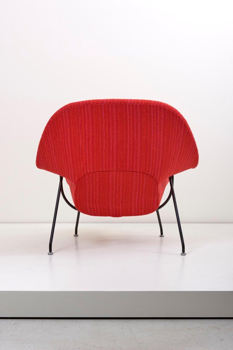 Metal Eero Saarinen Womb Chair with Ottoman by Knoll in Knoll Dynamic Fabric