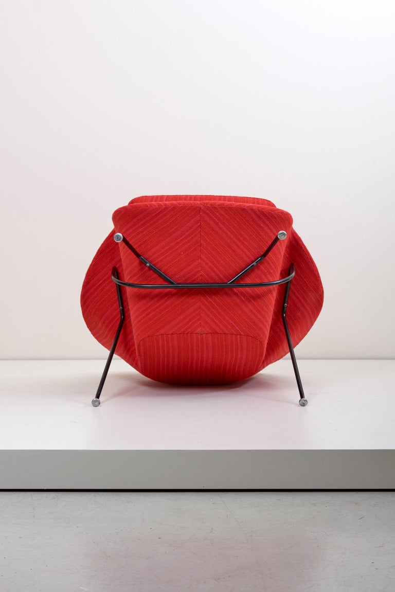 Eero Saarinen Womb Chair with Ottoman by Knoll in Knoll Dynamic Fabric 1