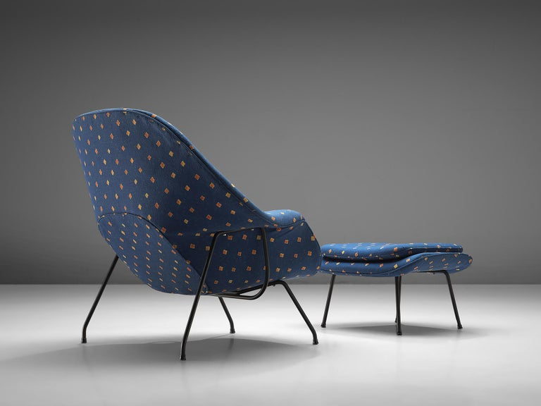 Mid-Century Modern Eero Saarinen 'Womb' Chair with Ottoman in Blue Fabric For Sale