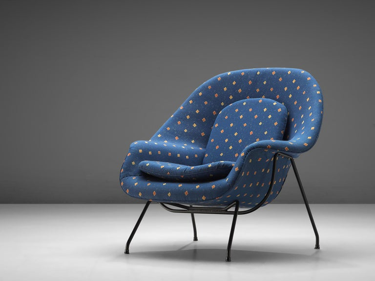 American Eero Saarinen 'Womb' Chair with Ottoman in Blue Fabric For Sale
