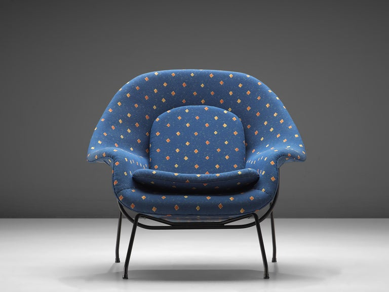 Eero Saarinen 'Womb' Chair with Ottoman in Blue Fabric In Good Condition For Sale In Waalwijk, NL