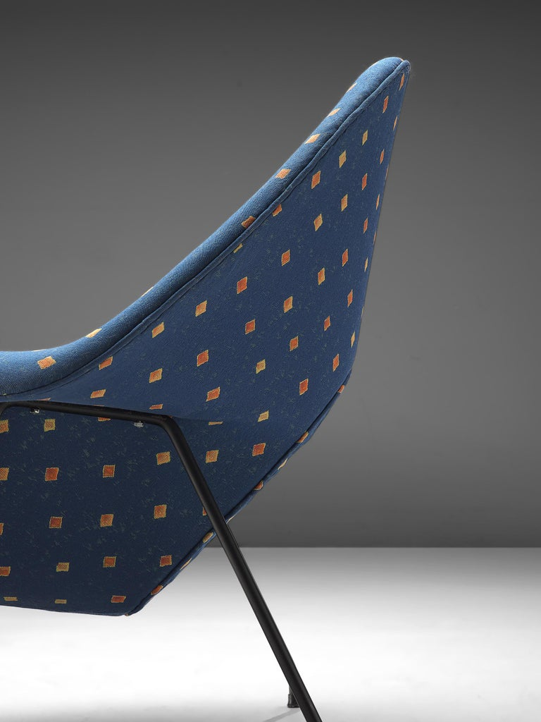 Metal Eero Saarinen 'Womb' Chair with Ottoman in Blue Fabric For Sale
