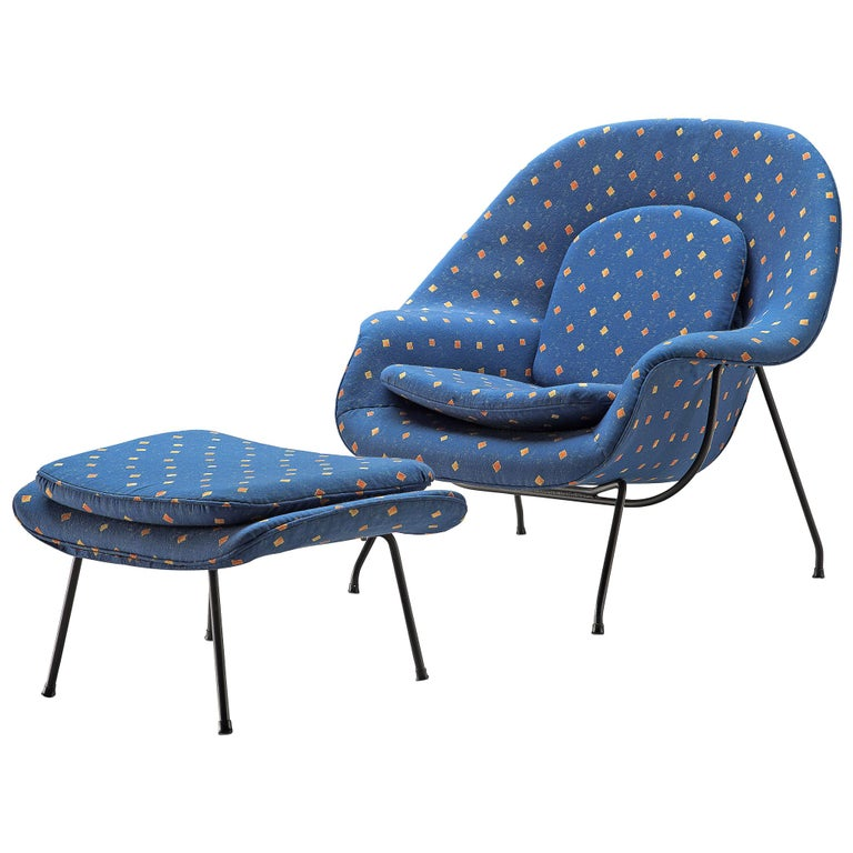 Eero Saarinen 'Womb' Chair with Ottoman in Blue Fabric For Sale
