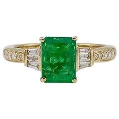 Effy 14 Karat Yellow Gold Emerald and Diamond Cocktail Ring