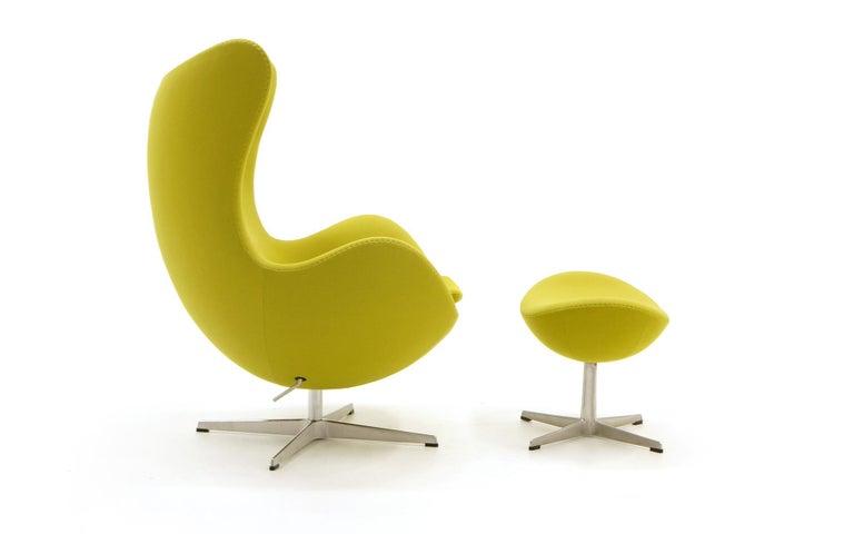 Egg Chair Arne Jacobsen Kopie.Egg Chair And Ottoman By Arne Jacobsen For Fritz Hansen Chartreuse Tilt Swivel