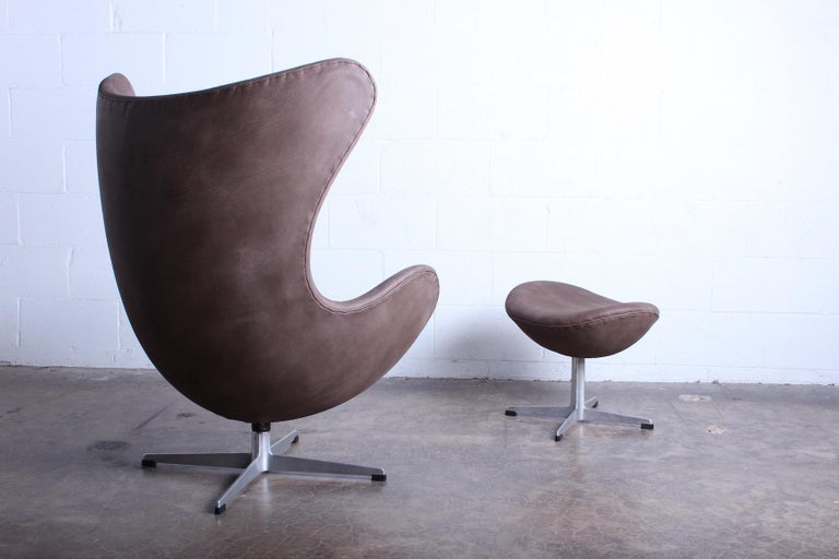 Egg Chair and Ottoman by Arne Jacobsen for Fritz Hansen For Sale 5