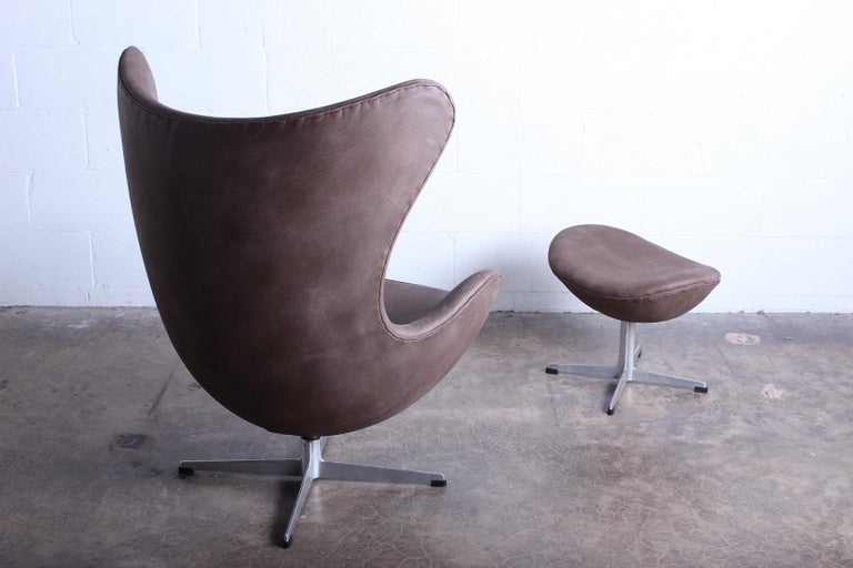 Egg Chair and Ottoman by Arne Jacobsen for Fritz Hansen For Sale 6