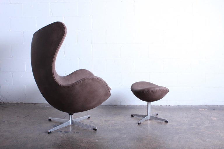 Mid-20th Century Egg Chair and Ottoman by Arne Jacobsen for Fritz Hansen For Sale