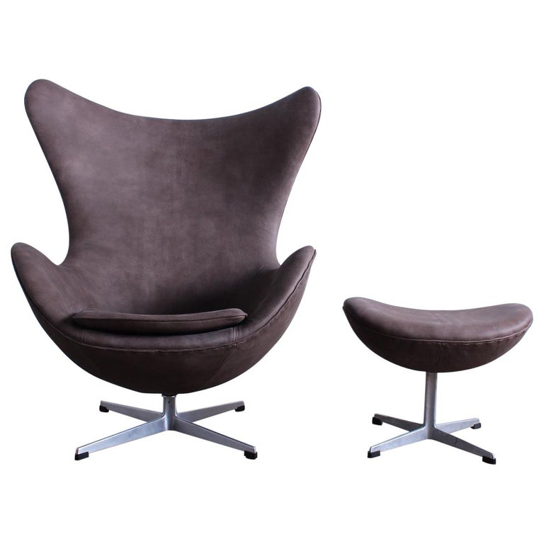 Egg Chair and Ottoman by Arne Jacobsen for Fritz Hansen For Sale