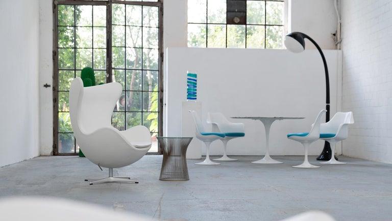 Egg Chair by Arne Jacobsen for Fritz Hansen in White Leather, 2018 Fritz Hansen For Sale 3