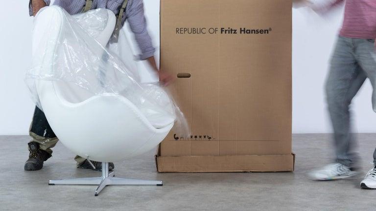 Egg Chair by Arne Jacobsen for Fritz Hansen in White Leather, 2018 Fritz Hansen For Sale 7