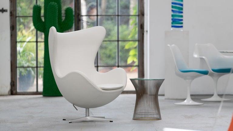 Egg Chair by Arne Jacobsen for Fritz Hansen in White Leather, 2018 Fritz Hansen For Sale 8