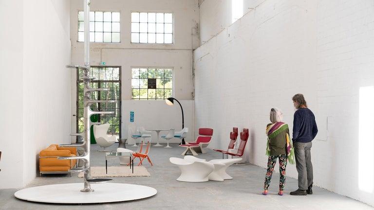Scandinavian Modern Egg Chair by Arne Jacobsen for Fritz Hansen in White Leather, 2018 Fritz Hansen For Sale