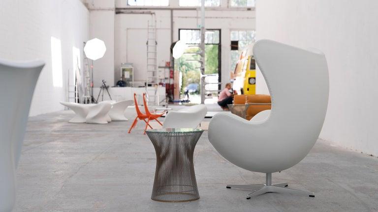 Egg Chair by Arne Jacobsen for Fritz Hansen in White Leather, 2018 Fritz Hansen In Excellent Condition For Sale In Munster, NRW