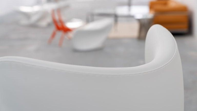 Aluminum Egg Chair by Arne Jacobsen for Fritz Hansen in White Leather, 2018 Fritz Hansen For Sale