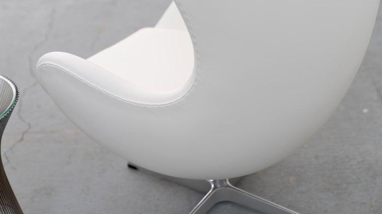 Egg Chair by Arne Jacobsen for Fritz Hansen in White Leather, 2018 Fritz Hansen For Sale 2