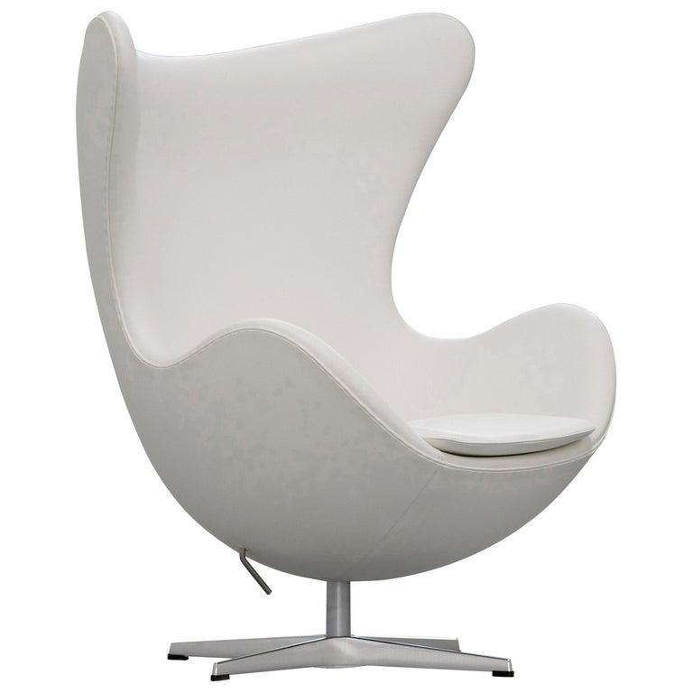 Egg Chair by Arne Jacobsen for Fritz Hansen in White Leather, 2018 Fritz Hansen For Sale
