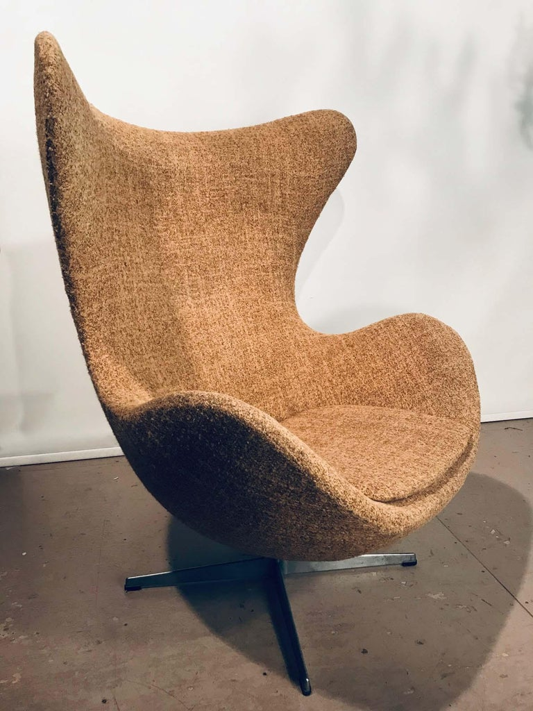 Egg Chair by Arne Jacobsen For Sale at 1stdibs