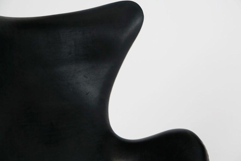 Eierstuhl In Schwarzem Eleganz Leder Mit Neigung Von Arne Jacobson