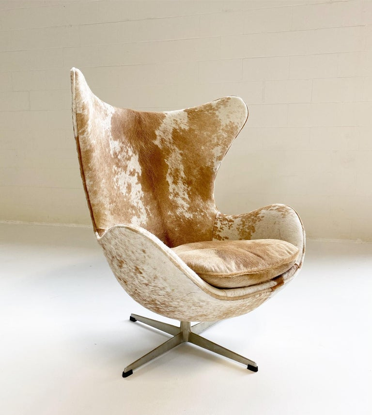 Egg Chair in Brazilian Cowhide For Sale 4