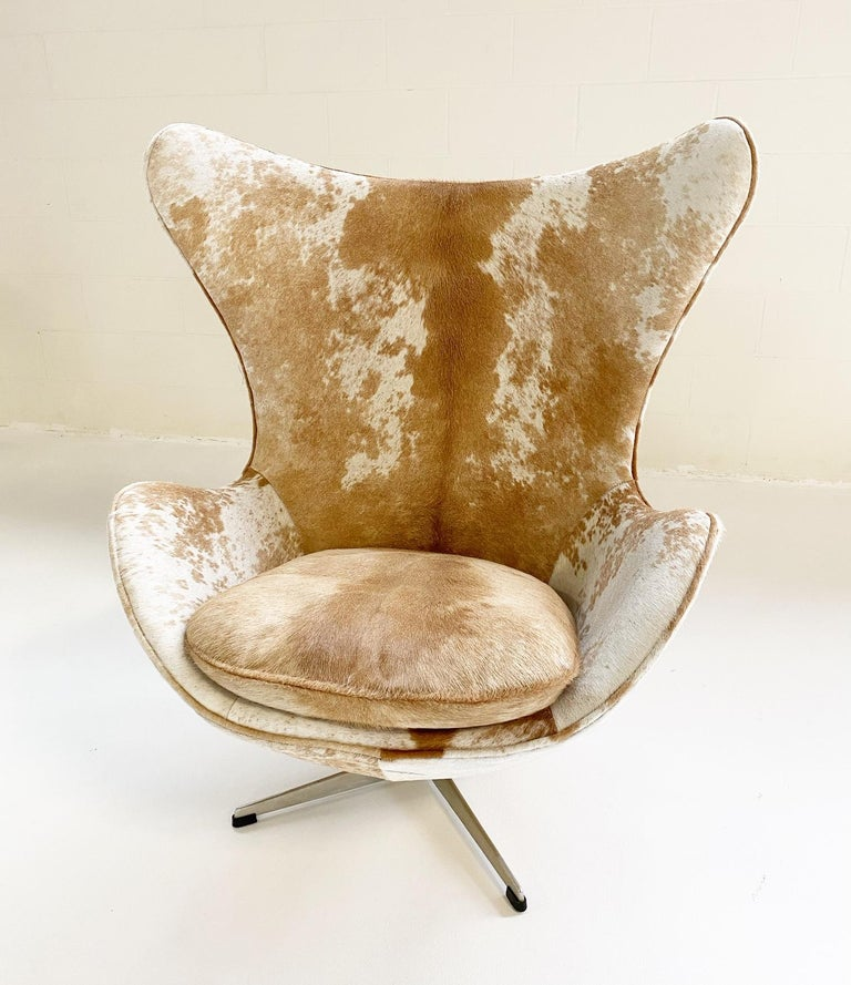 Mid-Century Modern Egg Chair in Brazilian Cowhide For Sale