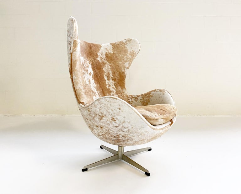 Egg Chair in Brazilian Cowhide In Excellent Condition For Sale In SAINT LOUIS, MO