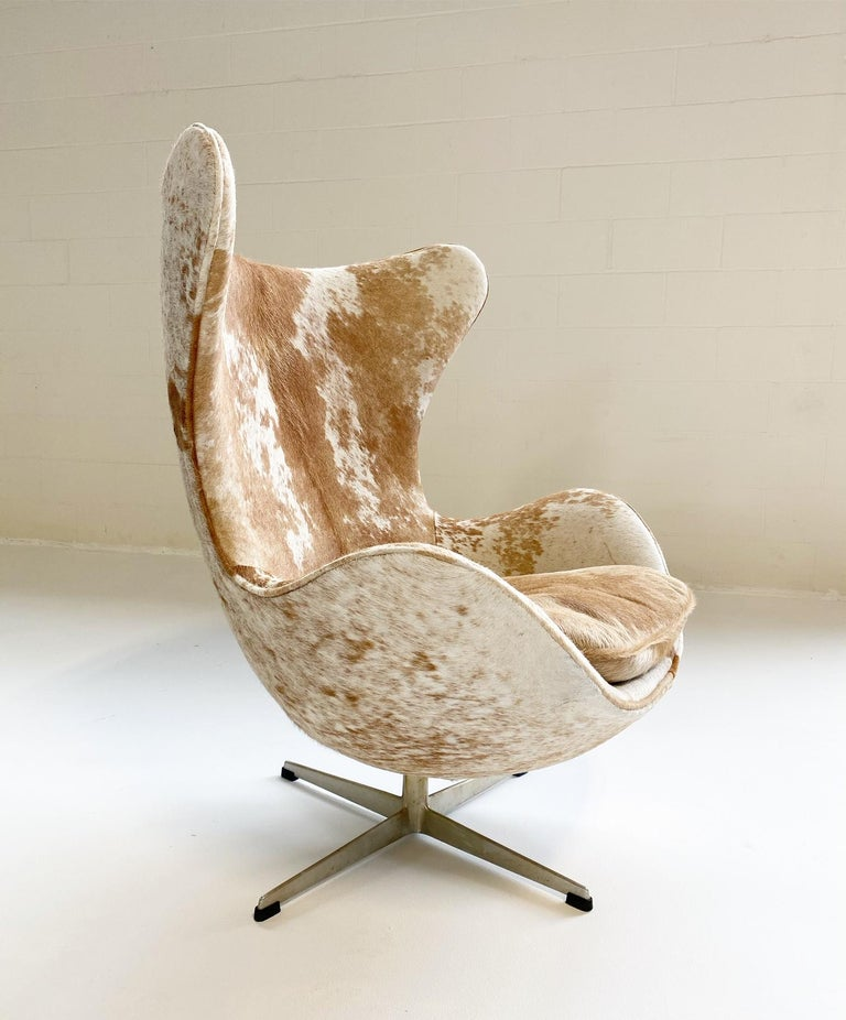 20th Century Egg Chair in Brazilian Cowhide For Sale