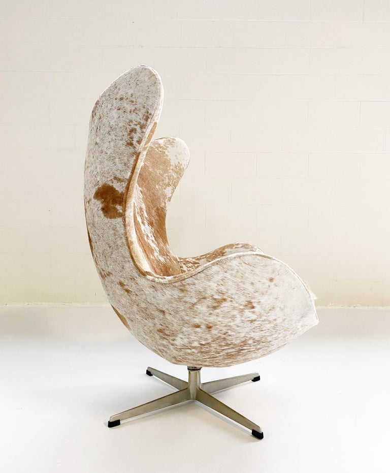 Egg Chair in Brazilian Cowhide For Sale 2