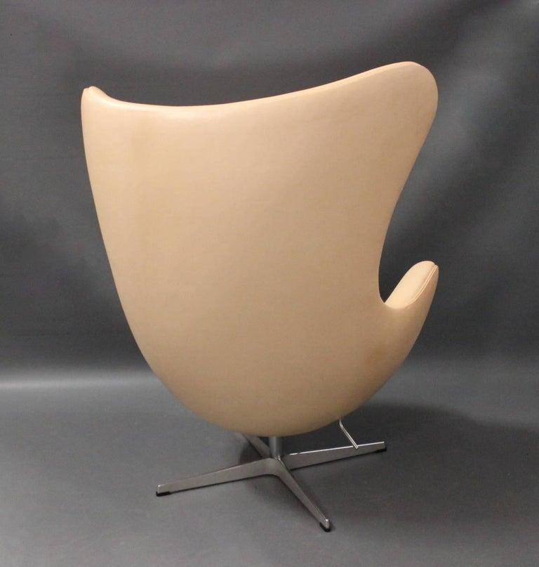 Scandinavian Modern Egg, Model 3316, Arne Jacobsen and Fritz Hansen, 1970s For Sale