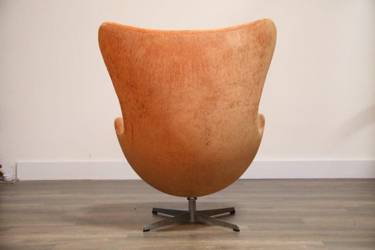 Aluminum Egg Swivel Chair by Arne Jacobsen for Fritz Hansen, Double Signed, August 1967 For Sale