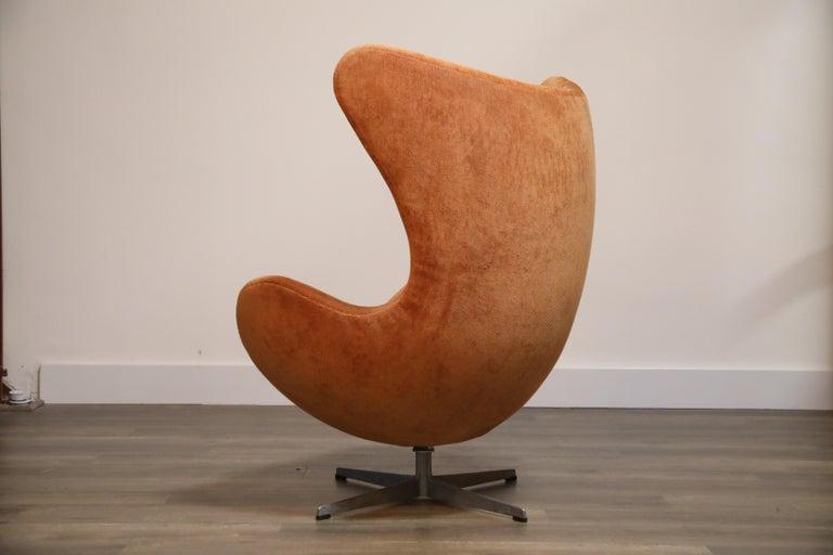 Egg Swivel Chair by Arne Jacobsen for Fritz Hansen, Double Signed, August 1967 For Sale 1