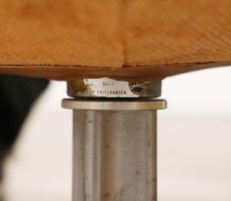 Egg Swivel Chair by Arne Jacobsen for Fritz Hansen, Double Signed, August 1967 For Sale 2
