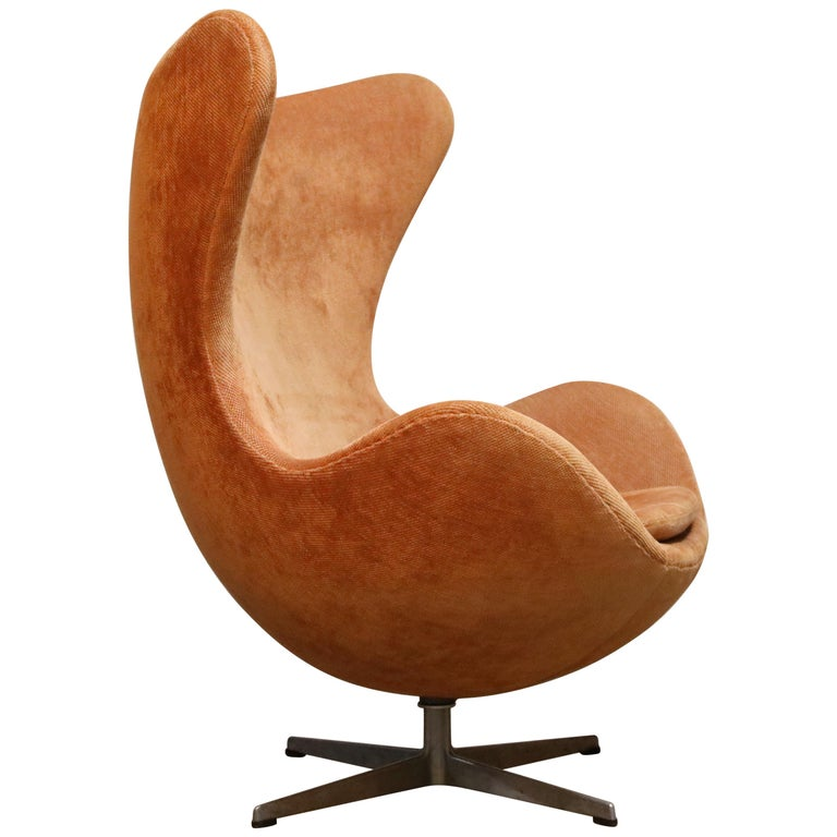 Egg Swivel Chair by Arne Jacobsen for Fritz Hansen, Double Signed, August 1967 For Sale