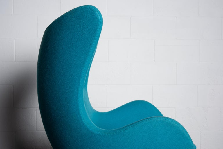 'Egg' Swivel Chair by Arne Jacobsen for Fritz Hansen, Signed For Sale 9