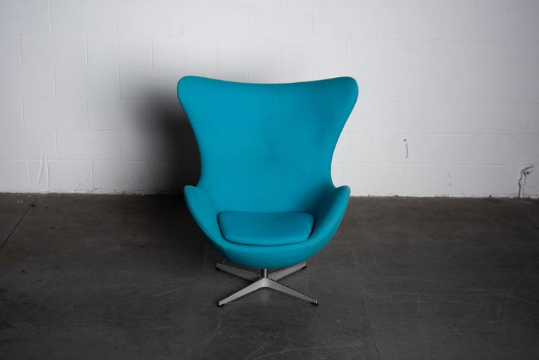 Mid-Century Modern 'Egg' Swivel Chair by Arne Jacobsen for Fritz Hansen, Signed For Sale