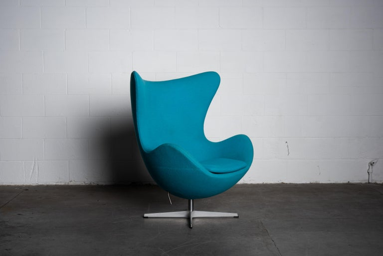 Danish 'Egg' Swivel Chair by Arne Jacobsen for Fritz Hansen, Signed For Sale