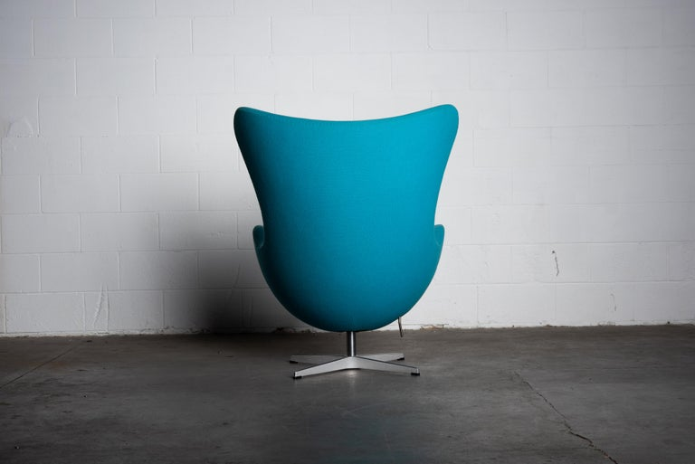 Aluminum 'Egg' Swivel Chair by Arne Jacobsen for Fritz Hansen, Signed For Sale