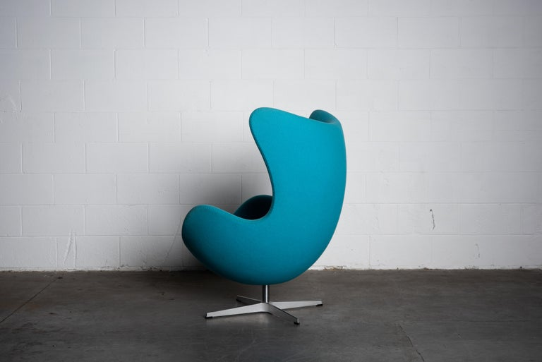 'Egg' Swivel Chair by Arne Jacobsen for Fritz Hansen, Signed For Sale 1