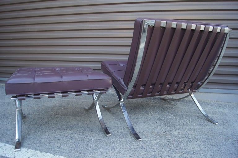 Eggplant Leather Barcelona Chair and Ottoman by Mies Van Der Rohe for Knoll In Good Condition For Sale In Boston, MA