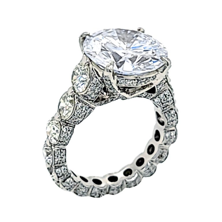 Women's EGL 7.01 Ct Round Diamond 18K Shared-Prong Set Eternity Style Engagement Ring For Sale