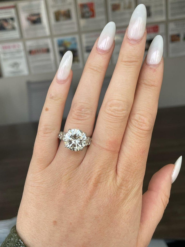EGL 7.01 Ct Round Diamond 18K Shared-Prong Set Eternity Style Engagement Ring For Sale 2