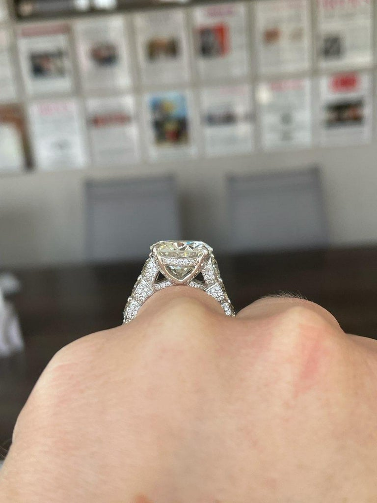 EGL 7.01 Ct Round Diamond 18K Shared-Prong Set Eternity Style Engagement Ring For Sale 3