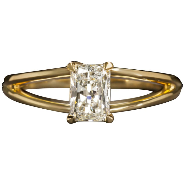 GIA Certified 1 Carat Radiant Cut Ring E Color VS2 Clarity For Sale